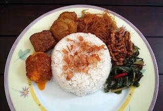 Nasi Uduk Komplit - Makanan Tradisional Khas Betawi