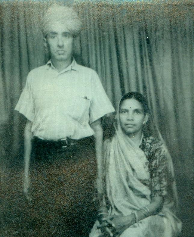 मिस्त्री शेरसिंह अपनी धर्मपत्नी जसोदा के साथ