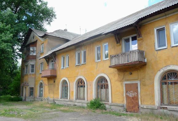 Константиновка. Ул. Курская. Двухэтажный жилой дом