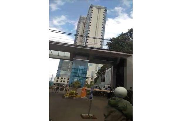 Bikin Heboh, Apartemen di Depok Disebut Miring Akibat Gempa