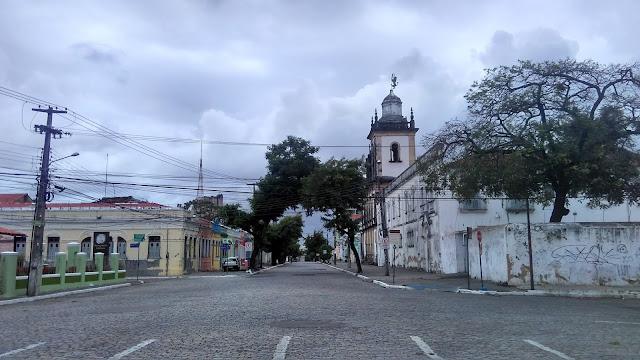 Domingo desértico no centro de João Pessoa.