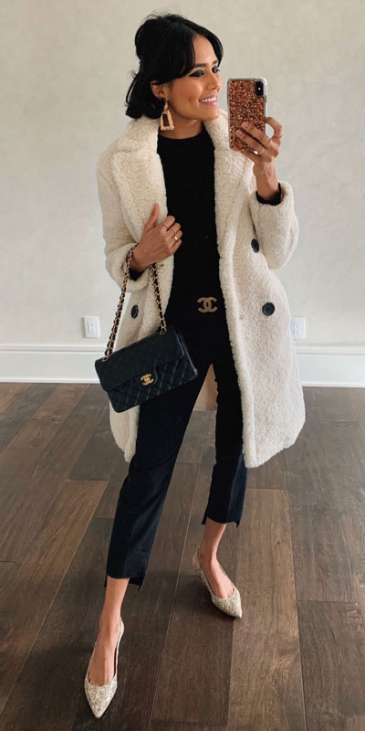 If you are looking for a new look to get with your black skinny jeans then have a look at these 20 stylish black jeans outfits to copy this fall season. Casual Outfits via higiggle.com | long fur coat | #furcoat #blackjeans #coat #casualoutfits
