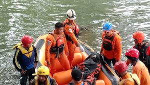 Bocah Korban Tenggelam Di Sungai Ciliwung Akhirnya Ditemukan Dalam Keadaan Tak Bernyawa