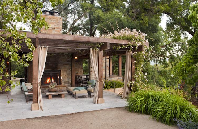 30 Pergola Design Ideas With Curtains to Turn Your Garden Into a Peaceful Refuge