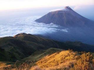 gunung lawu indonesia