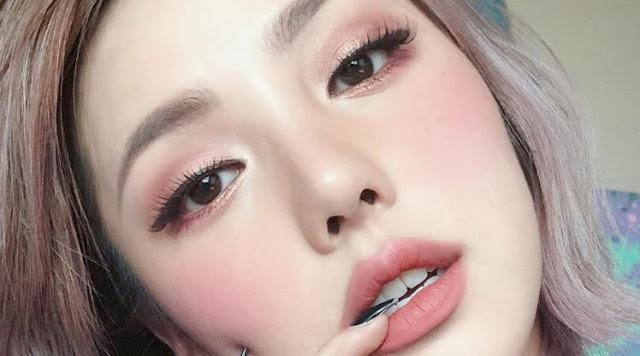 """<img src=""""Vlogger Park Hye Min.jpg"""" alt=""""Youtuber Park Hye Min,Vlogger Cantik yang Mampu Beli Lamborghini! """">"""