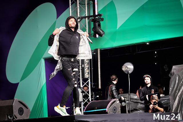 Фотографии с выступления Элджея на фестивале Ласточка