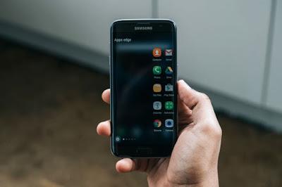 Thay man hinh Galaxy S7 edge chinh hang