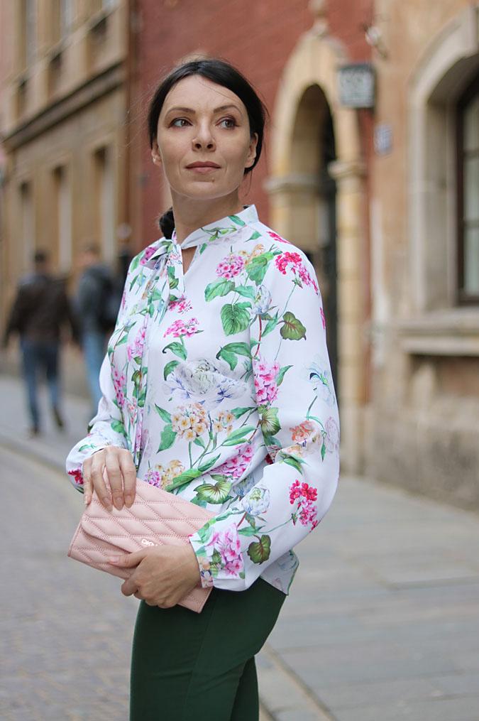 bluzka w kwiaty stylizacje 2018