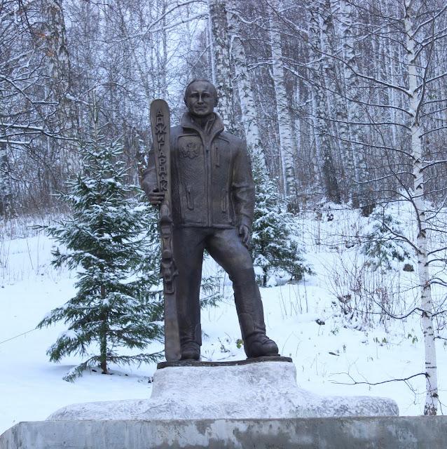 На территории горнолыжного комплекса установили скульптуру Путина