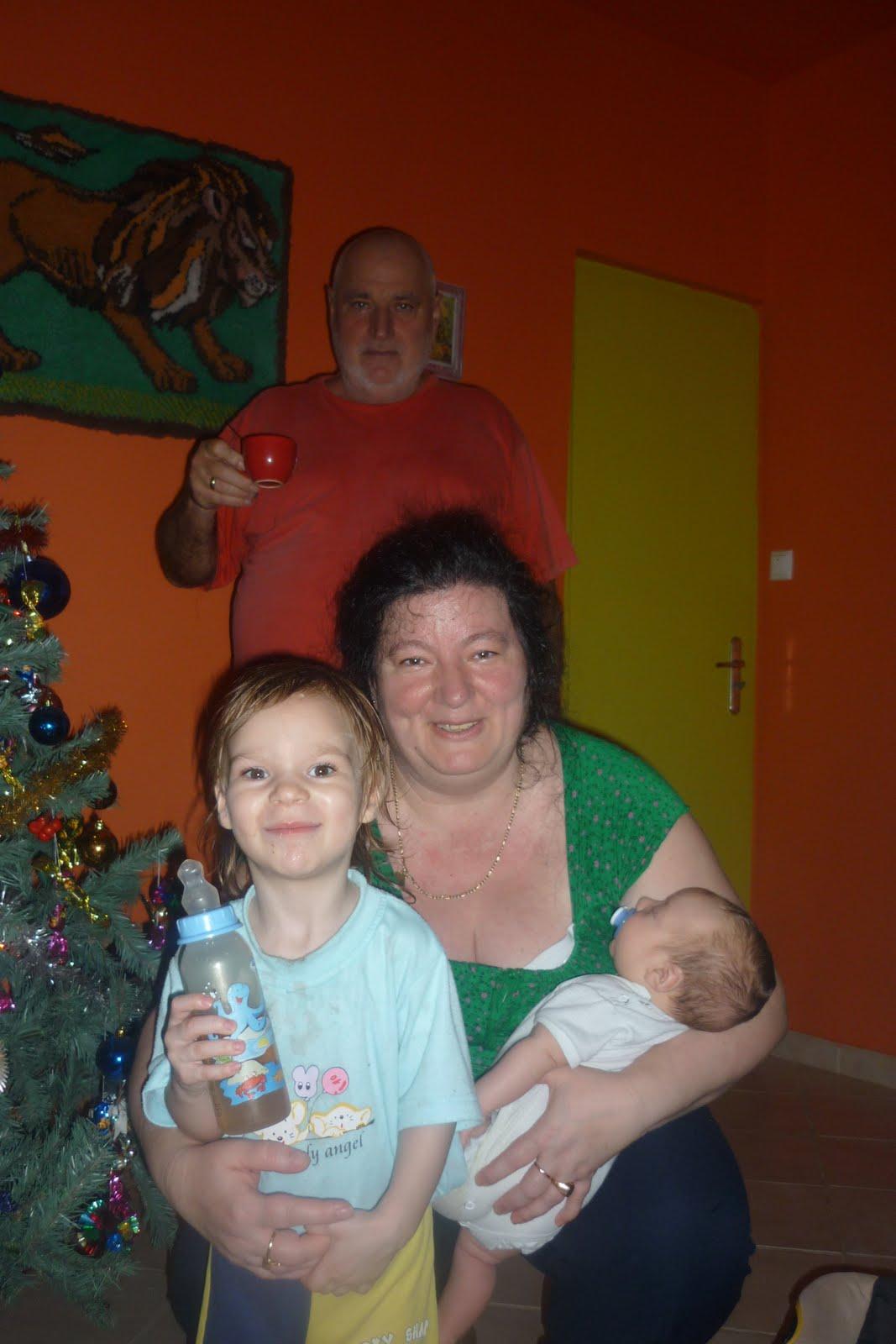 321569a012 Az első közös Karácsony a nagyszülöknél