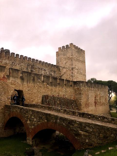 alfama lisbon castle