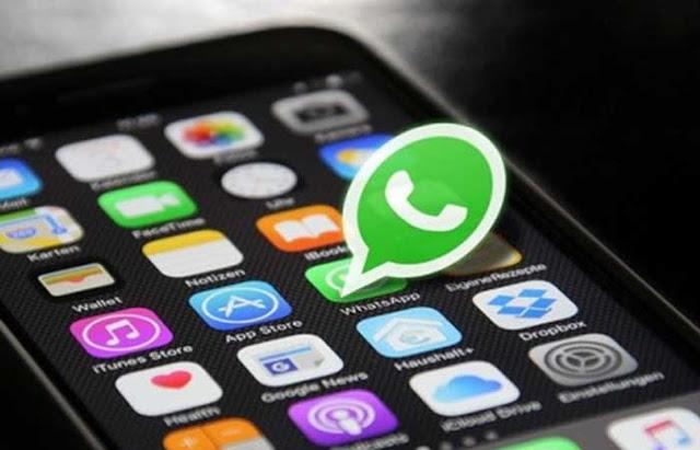 Whatsapp sendiri memiliki sistem enkripsi end to end yang artinya percakapan telah dienkripsi ujung ke ujung yang membuat privasi tetap terjaga. Namun bukan berarti aplikasi Whatsapp atau bahkan ponsel yang kamu gunakan tidak bisa disadap.
