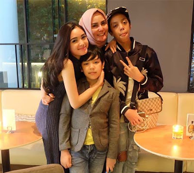 Claudia Andhara dan Keluarga