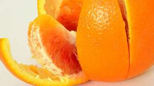 kulit jeruk ampuh memutihkan gigi dan menghilangkan noda gigi