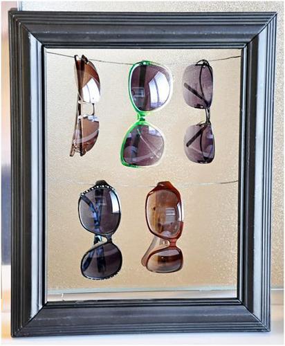 c03ac326d0 Hoy os muestro unas cuantas ideas para organizar tus gafas de sol, en  cajones, perchas, cuadros en la pared.