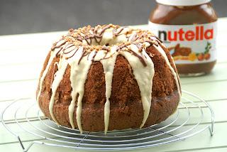 Bundt cake de Nutella con cobertura de chocolate blanco