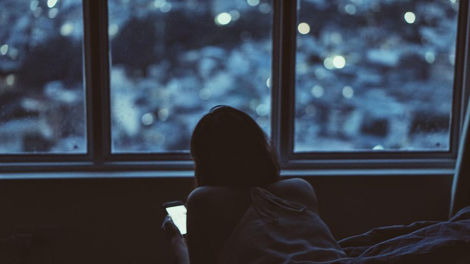 اسمارٹ فون نیند خراب کرنے کا باعث بننے لگا .