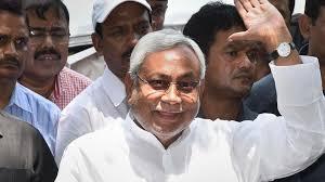 नीतीश कुमार दिल्ली का बदला पटना में ले रहे हैं?