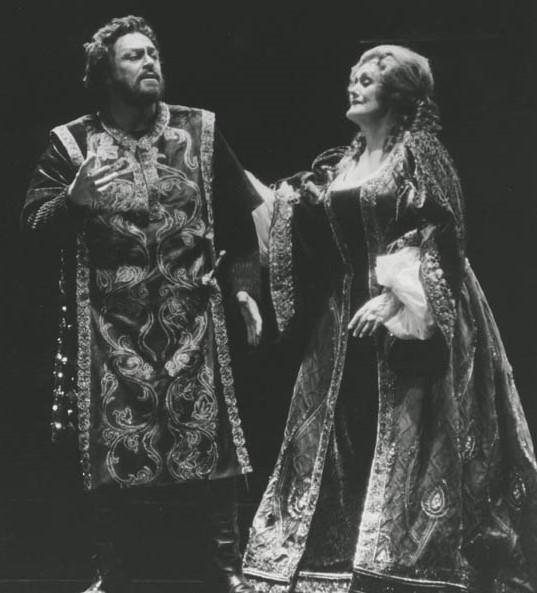 LA STUPENDA, PER SEMPRE: Australian soprano DAME JOAN SUTHERLAND (1926 - 2010) as Leonora (right) and tenor LUCIANO PAVAROTTI (1935 - 2007) as Manrico (left) in Giuseppe Verdi's IL TROVATORE at The Metropolitan Opera, 1987 [Photograph by Winnie Klotz, © by The Metropolitan Opera]