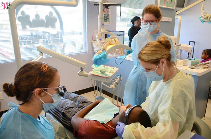 تعرف على 6 تخصصات في مجال طب الأسنان