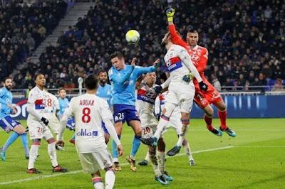 إيقاف دى ماريا 4 مباريات بعد واقعة البصق فى كلاسيكو فرنسا