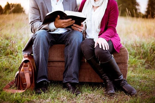 evangelismo-personal-con-biblia