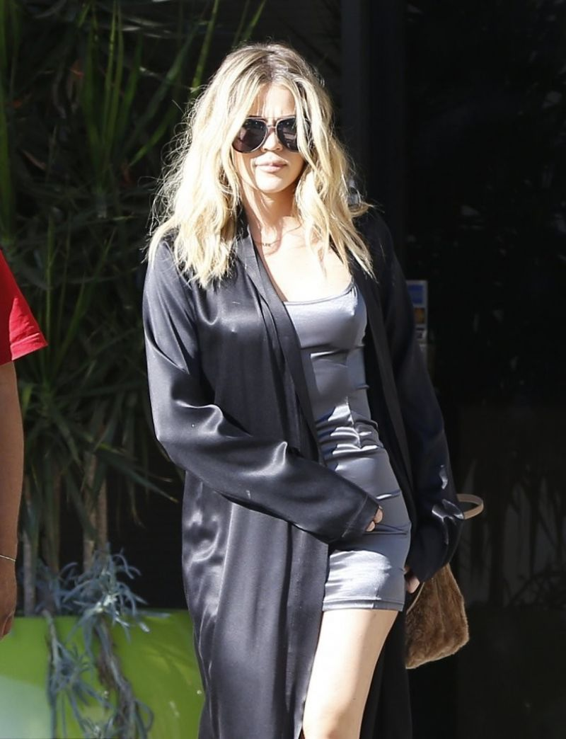 Khloe Kardashian Arrives at a Studio in Los Angeles