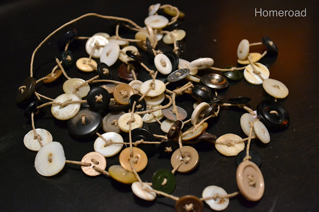 DIY vintage button garland for the holidays. Homeroad.net