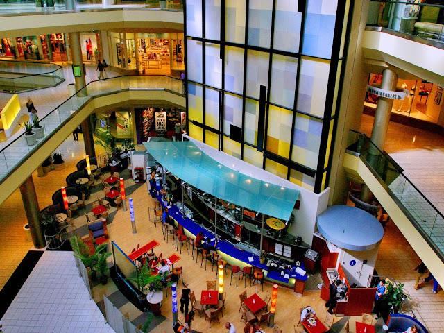 Lojas no Beverly Center em Los Angeles