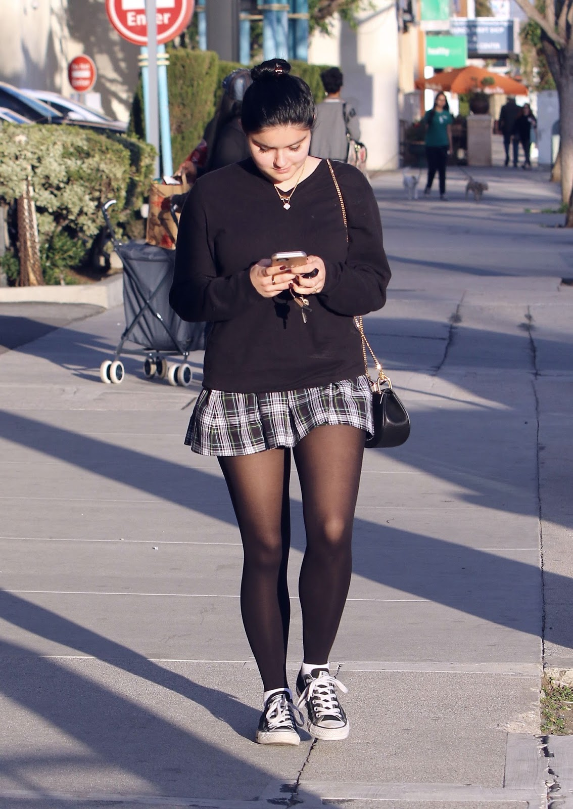 Ariel Winter out in Los Angeles, February 4, 2016 ...