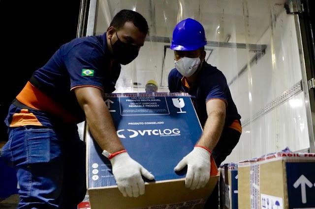 Pernambuco recebe nova remessa da vacina da Pfizer contra a Covid-19