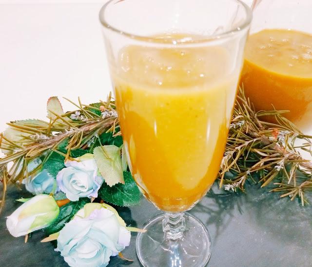 Sumo detox de couve e cenoura