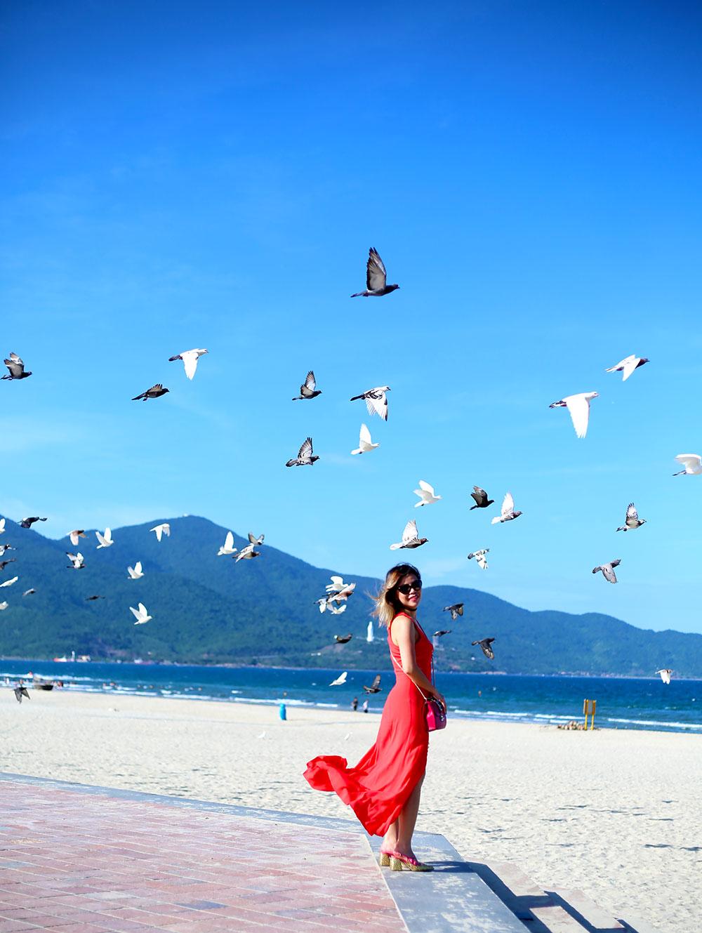 Crystal Phuong- Travel Blogger- Day Dreaming in Da Nang