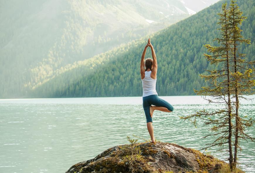 tu the yoga hinh cai cay tree pose