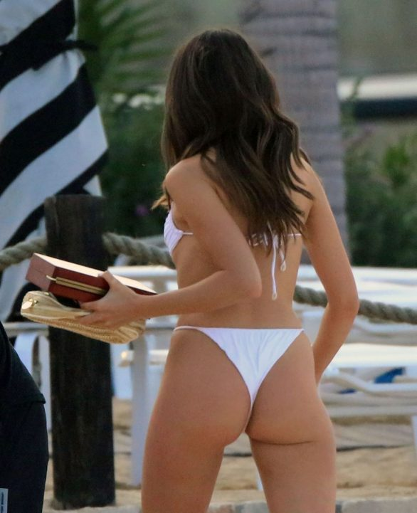 Olivia Culpo Super Hot Photos in Bikini