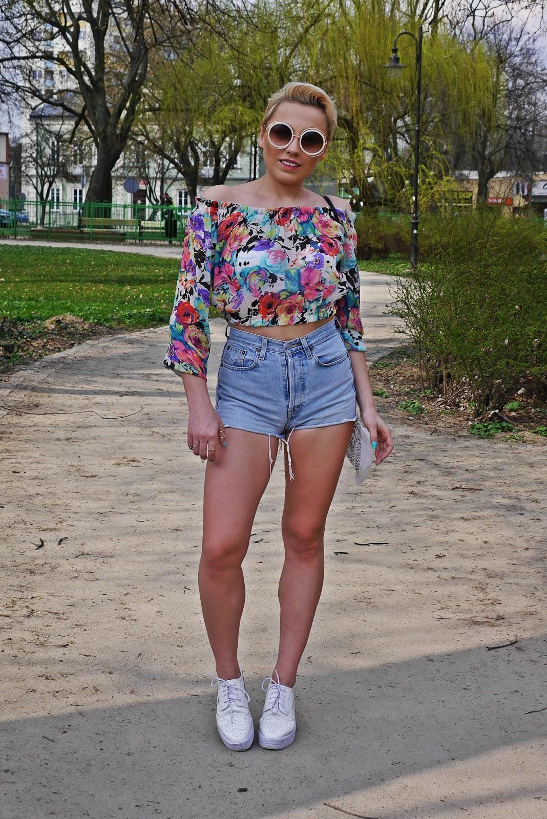 szorty_z-wysokim_stanem_koszulka_bez_ramion_platformy_biale_karyn_blog_110417