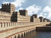 İstanbul'daki Bizans surlarının geçmişte nasıl göründüğünü gösteren bir modelleme