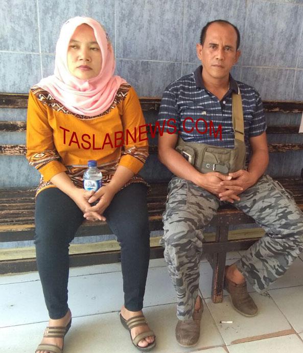 Acep dan istri saat membuat laporan di Polsek Labuhan Ruku.