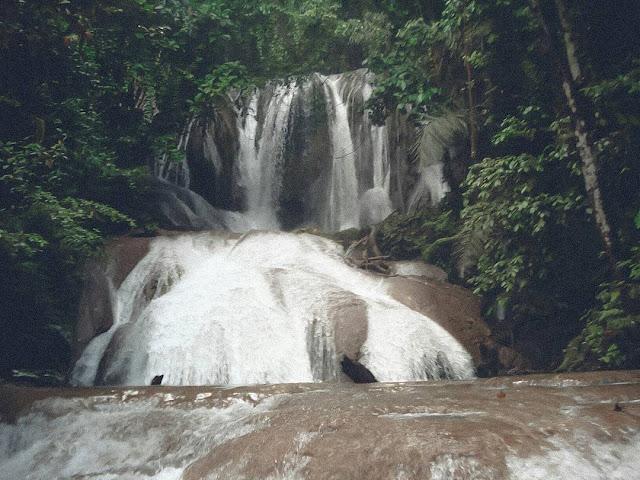 gambar air terjun saluopa