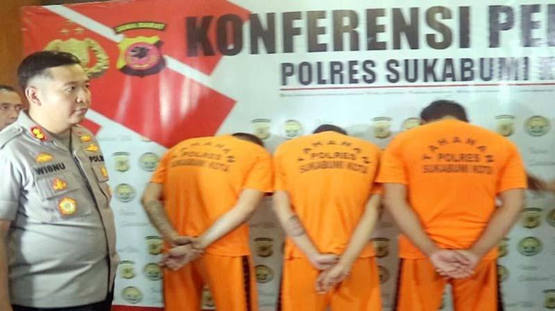 Massa di Sukabumi Bacok Tiga Pria