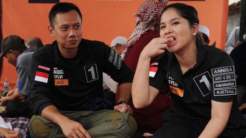 Agus Yudhoyono dan istrinya, Anissa Pohan