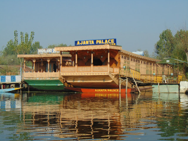 houseboat in dal lake