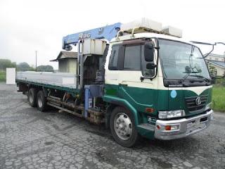 UD Trucks Nissan Diesel PW37 Menggunakan Mesin Hino J08E