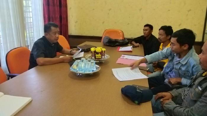 Pemuda Desa Biji Nangka Adukan Panitia BPD di DPRD Sinjai