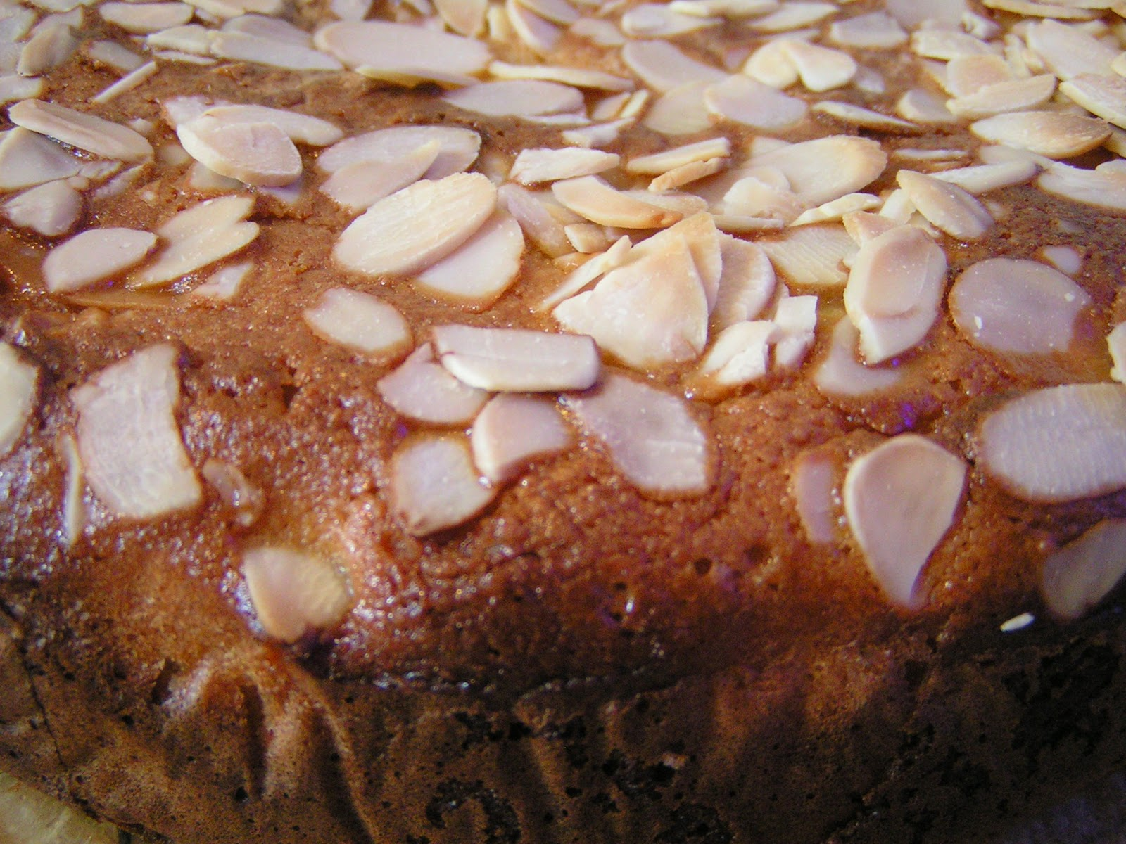 Apple And Flaked Almond Cake Recipe