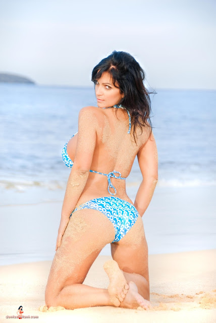 Denise-Milani-Big-Beach-hd-and-hq-photoshoot-image-32