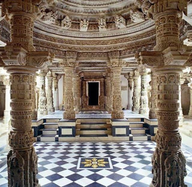 A luxuosa decoração interior deste lugar sagrado.