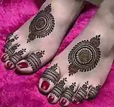 arabic mehndi design on leg for bride