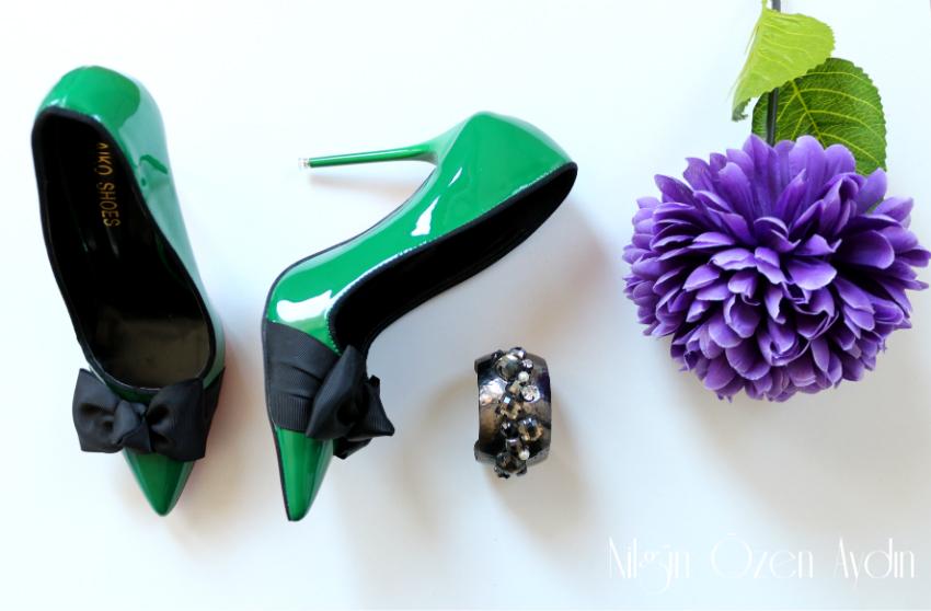 alışveriş-ayakkabı modelleri-siyah güpür bluz-stiletto-yeşil stilettolar
